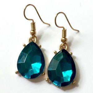 Emerald green rhinestone dangle earrings